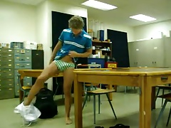 Str8 guy jacking his big dick in class