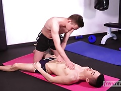 A full body massage between twinks